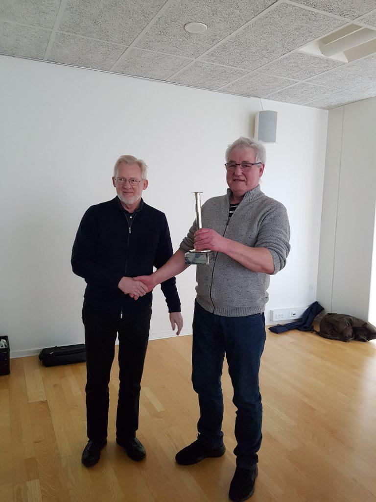 Arling Feddersen modtog Gartner Mathiasens mindepokal. Pokalen uddeles til et medlem af foreningen, som ved sin optræden, initiativ, iderigdom eller lignende har gjort sig fortjent til en virkelig påskønnelse samt været et lysende eksempel for andre.