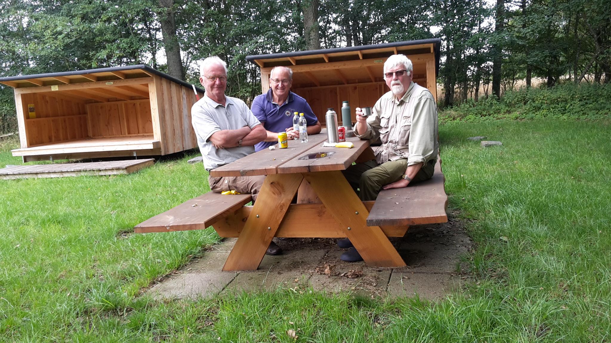 Uffe, Bjarne og Erik får en god snak om dagens fiskeri