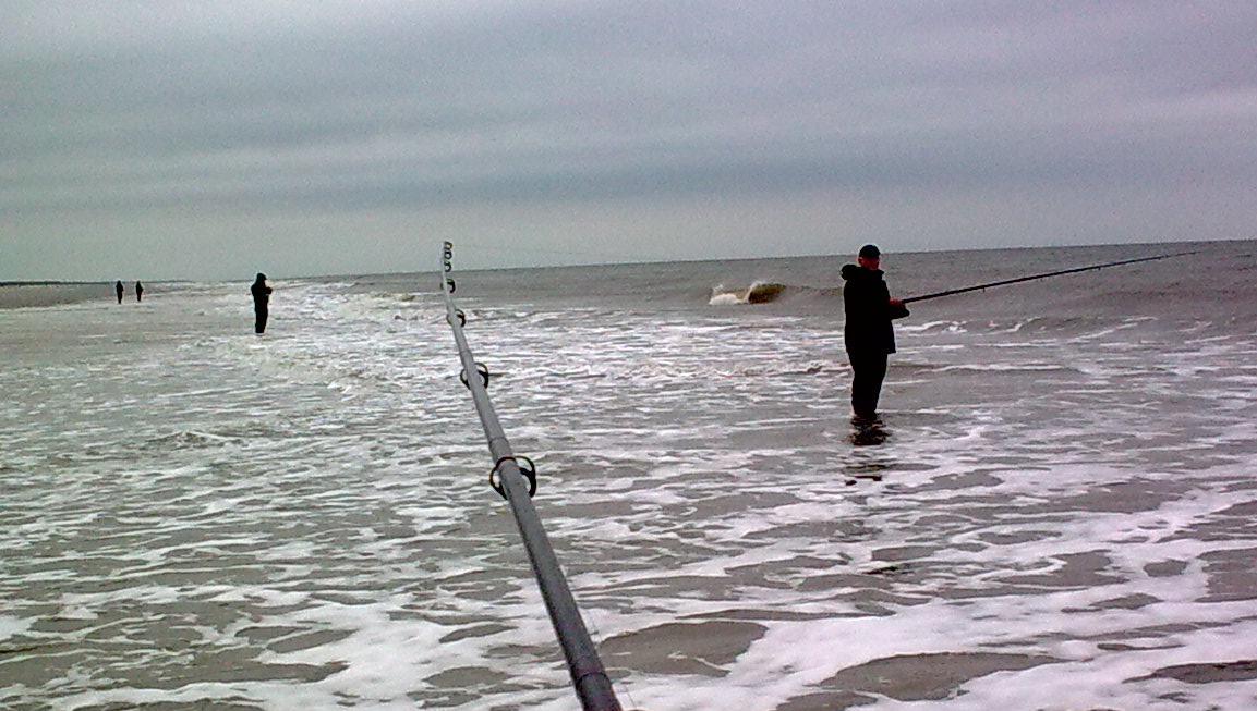 Der fiskes efter Pighvar ved Børsmose strand